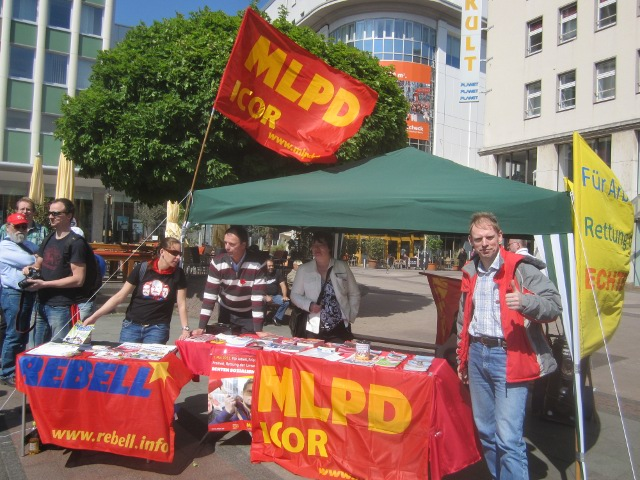 MLPD auf dem Kennedyplatz DGB Kundgebung 1.Mai 2011